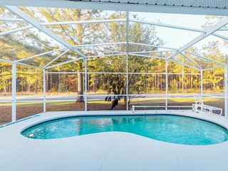Contemporary dog-friendly family home w/private pool, close to theme parks