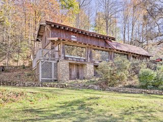 NEW! 14BR Multi-Cabin, 90-Acre 'Big Butte Retreat'
