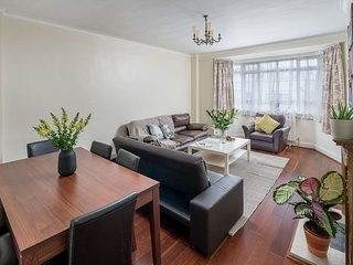 Nice 2 bed flat next to Regent´s Park and LN Zoo