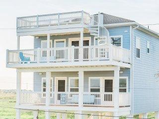 Front of Casa de Azul ... 3 ocean facing balconies