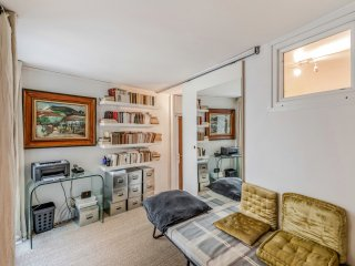 Bright and charming flat, in the heart of Paris  - W200