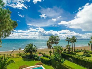Spacious Venalmar Penthouse apartment in Estepona with WiFi, integrated air cond