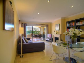Spacious Colorado Hills modern apartment in Centro Marbella with WiFi, air condi