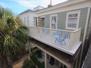 Newly Renovated home w/ Balcony Overlooking Forsyth Park with free WiFi
