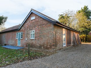 THE ANNEXE MILL FARMHOUSE, WiFi, near Suffolk Coast & Heaths AONB, patio