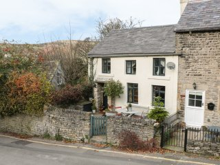GRANGE COTTAGE, pet-friendly, beautiful cottage, character, woodburner, WiFi
