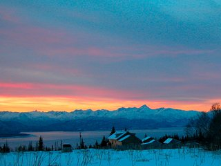 Husky Ranch~Country house w stunning glacier & Kachemak Bay views on 10 acres!