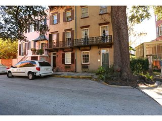 Stay with Lucky Savannah: Grand Home Located on Gorgeous Oglethorpe Square