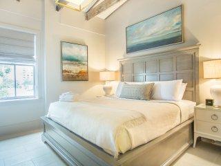 Stay with Lucky Savannah: Bright, modern luxury loft on Drayton Street