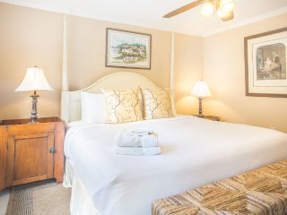 Stay with Lucky Savannah: Beautiful one bedroom with view of Chatham Square