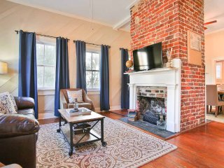 Stay with Lucky Savannah: 2BD/2.5BA with Historic Charm and Modern Amenities