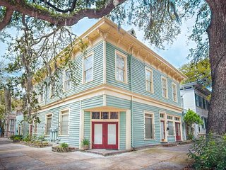 Stay with Lucky Savannah: Dog friendly 4 bedroom home on Liberty Street