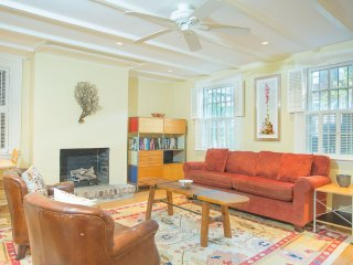 Stay with Lucky Savannah: Cozy Garden Home with Courtyard on Jones Street