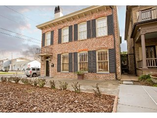 Stay with Lucky Savannah: Newly renovated two-story home with private parking
