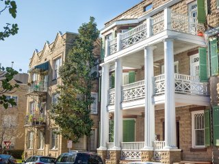 Bright and spacious one bedroom off Oglethorpe Square