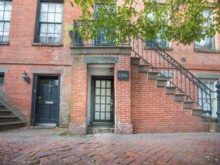 Lovely first floor apartment on historic Jones Street!