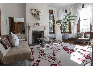Stay with Lucky Savannah: Beautiful home only 1 block from Forsyth Park