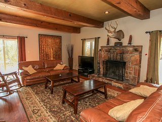 ~Westfall Mountain Lodge~Newly Updated Chalet~Hot Tub~Pool Table~