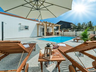 VILLA CASA NOVA just 130 m from sandy beach