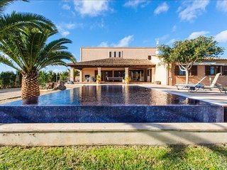 S'HORT 5852/2016 VILLA WITH S'HORT PRIVATE POOL AT  15 MIN FROM THE BEACH OF  ES