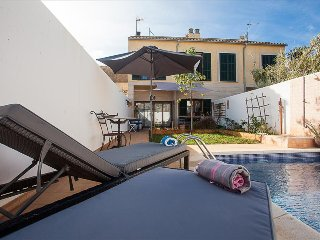 ANGELES..   L12F 13966  HOUSE WITH PRIVATE POOL