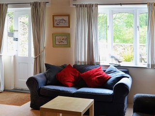 Pretty cottage in South Devon with indoor and outdoor pools and facilities