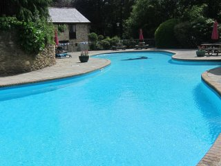 Pretty stone cottage in South Devon with indoor and outdoor pools and facilities