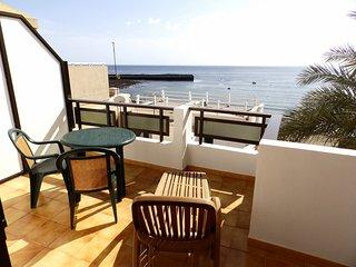 Atico de 1 hab. con terraza y vistas al mar a solo 50 m. de la playa