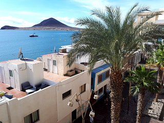 1 bedroom Penthouse with terrace and sea views located 20 mts. from beach