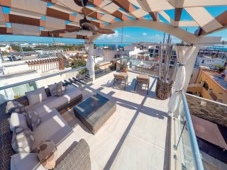 Penthouse with Jacuzzi and Private Rooftop 1 Block from Mamitas Beach - Olas