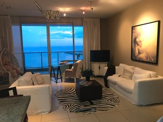Romantic Ocean Condo in Punta Pacifica sleeps 6
