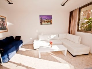 4 ROOMS - BALCONY IN YONA HANAVI 19 NEXT TO BEACH.