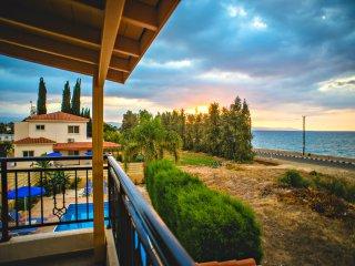 Beachfront Villa - Argaka - Amazing Sea Views - Private Pool - Wifi - Aircon