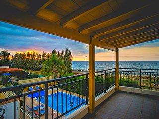 Beachfront Detached Villa - Argaka - Stunning Sea Views - Private Pool - Wifi