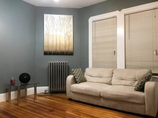 3 bedrms (4 beds) next to Airport, 7min train to Downtown Boston