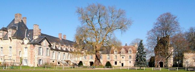 Castello kinnor l'Historic House: la storia, la letteratura, l'architettura. Parco con alberi classificati.