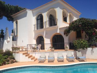 STUNNING VILLA, PERFECT BEACH LOCATION DUNAS DOURADAS VAL DO LOBO
