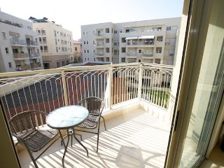 TANKHUM ST 6 COSY APARTMENT WITH BALCONY.
