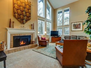 Spacious & upscale condo w/ private hot tub, easy access to ski resorts!