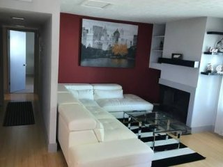 Gorgeous modern spacious condo over 1000 SQ FT only 15 minutes from downtown