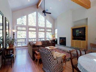 Spacious & beautiful Shaver Lake home w/ large garage & deck - close to village