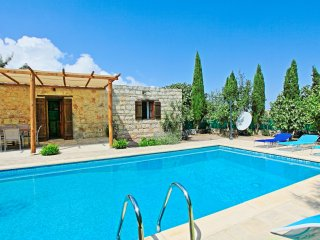Simeon Estate: Welcoming stone property, with private pool, recently renovated