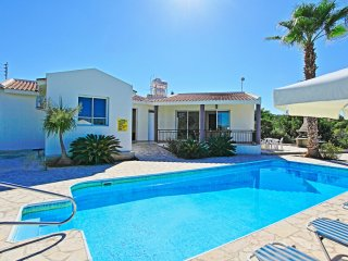 Villa Anthoulis: Near Latchi beach, private pool, beautiful sea-views