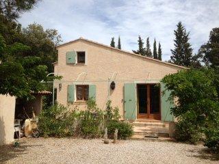 grande maison avec piscine, calme, vue dominante vignes et collines