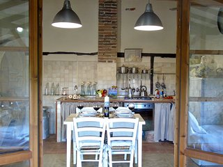 Guests can prepare and cook Tuscan dishes in the apartment kitchen