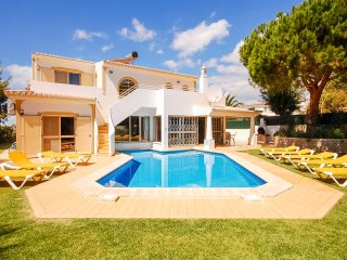 TILIA Bright villa, private pool (heatable ), garden,1,5km to beach,AC,free WiFi