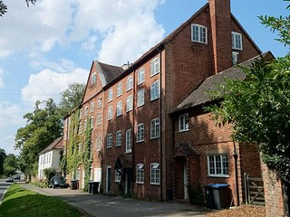 Lovely Historic Apartment, Wootton Wawen, near Henley in Arden! Sleeps 2 + 1
