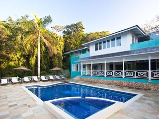 WATERFRONT LUXURY! CHEF! POOL! BE SPOILED!Kai Kala, Ocho Rios 4BR