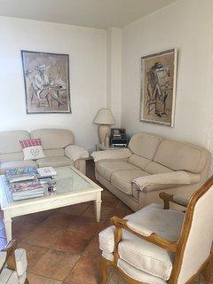 Salon détente ! 2 canapés et 2 fauteuils