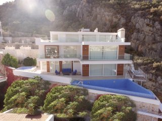 Villa Tuna - 5 bedroom Kalkan villa with table tennis, sea views and 2 pools